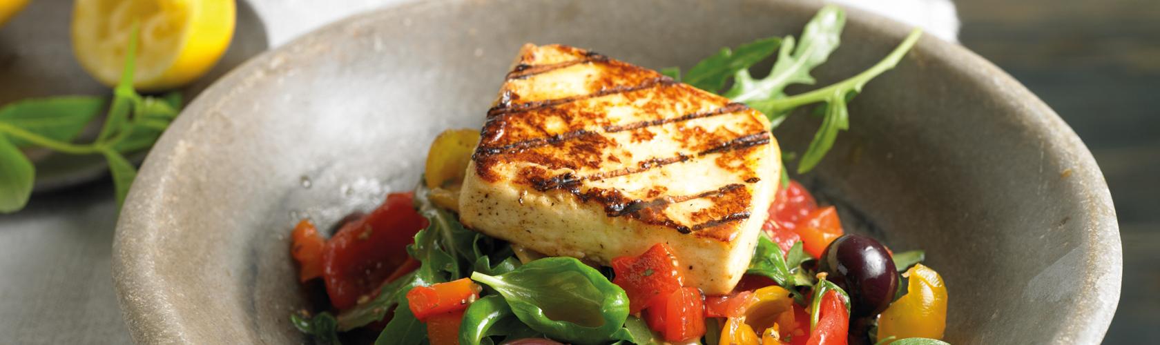 GutGlut mit Paprika-Tomate-Oliven-Salat