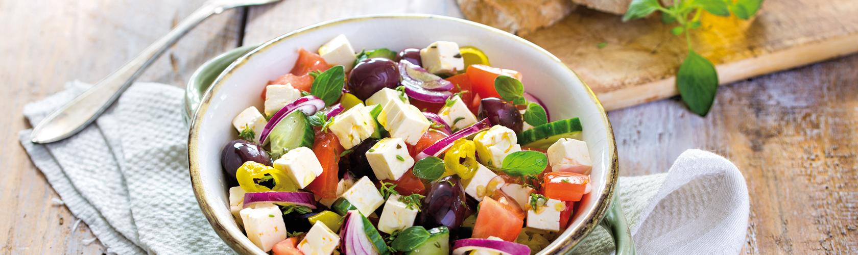 Käsewürfel im Salat