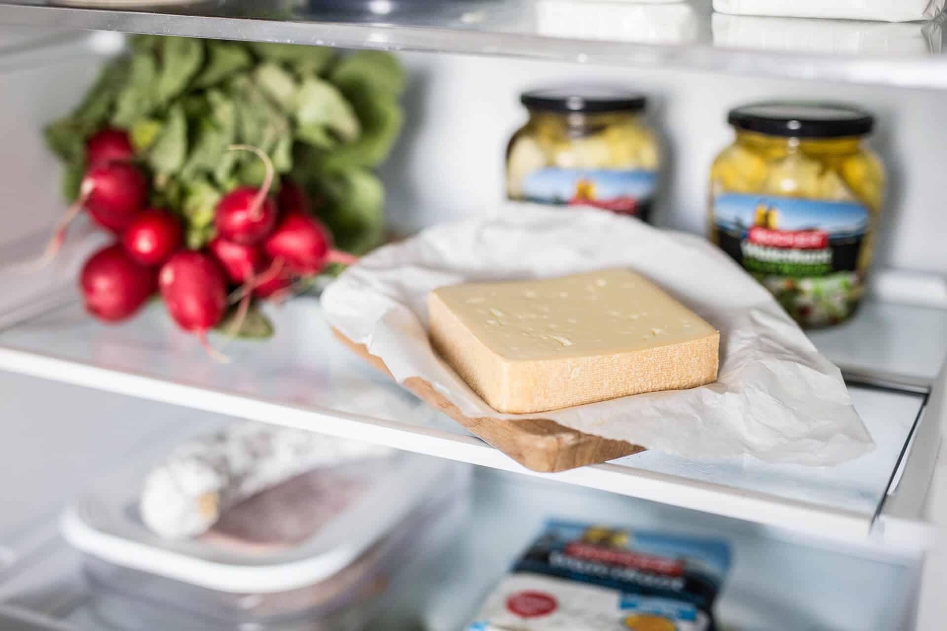 Käse im Kühlschrank richtig aufbewahren