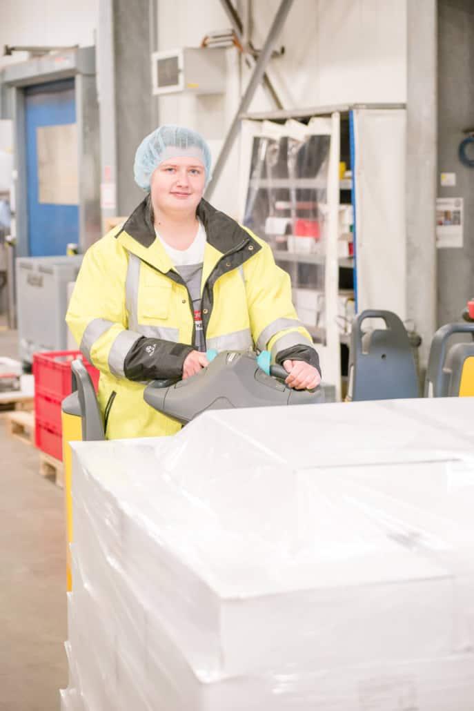 Fachkraft für Lagerlogistik der Molkerei Rücker