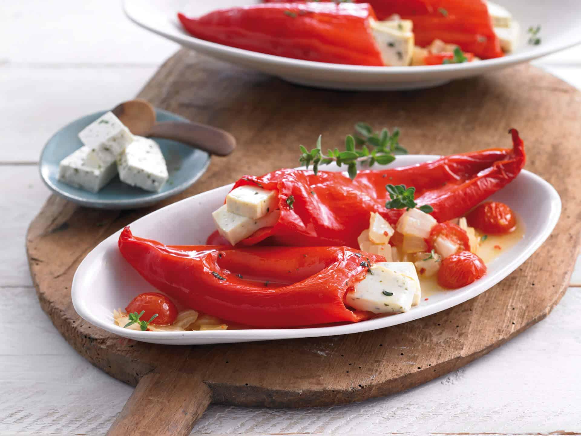 Vegetarisch gefüllte Paprika mit Hirtenkäse