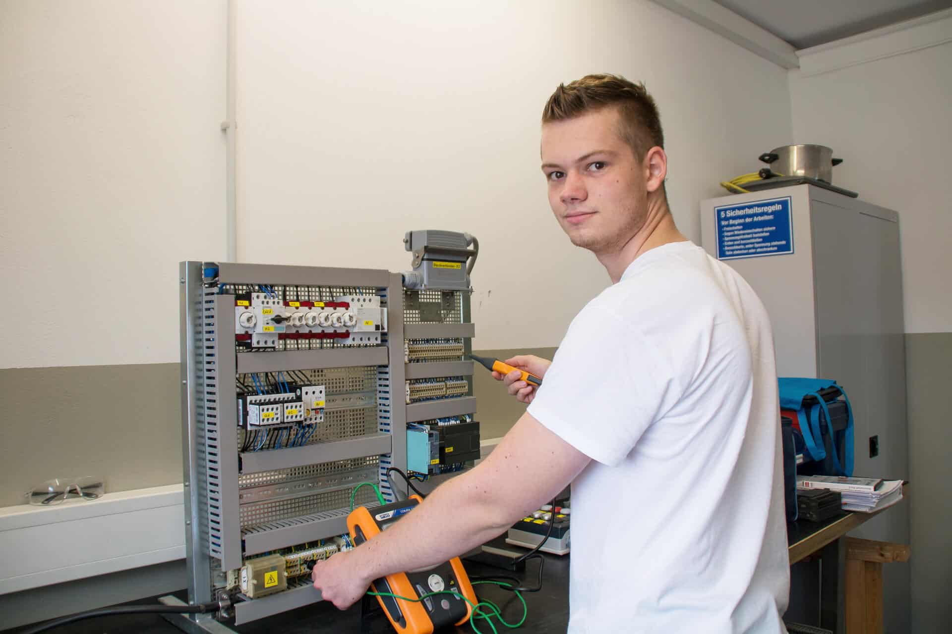 Elektroniker für Betriebstechnik in der Molkerei Rücker