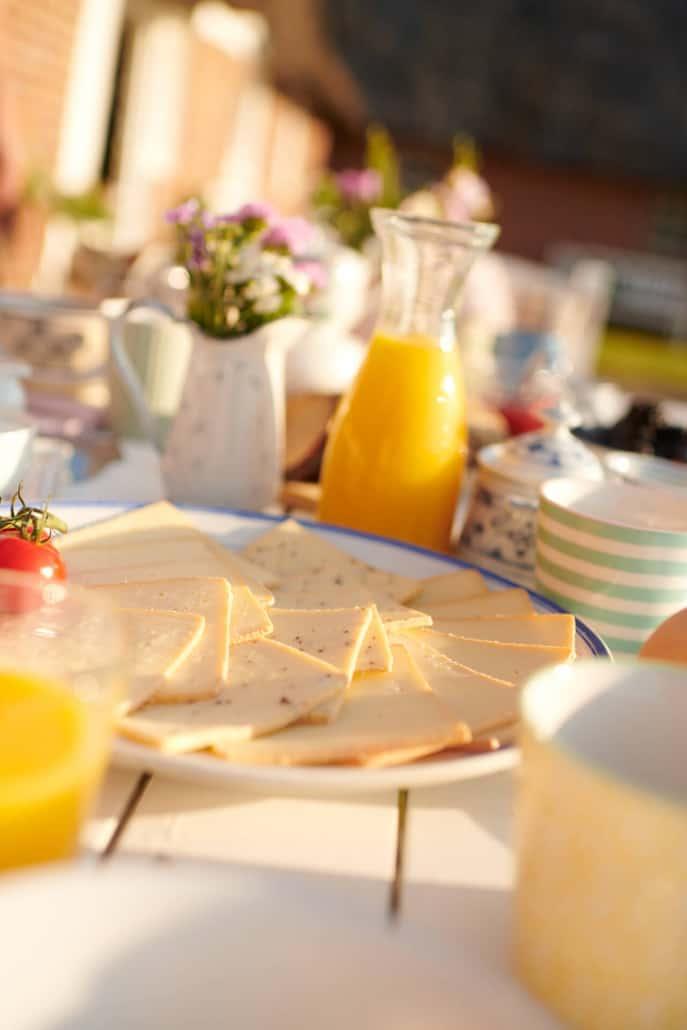 Käsefrühstück mit den Speialitäten der Molkerei Rücker