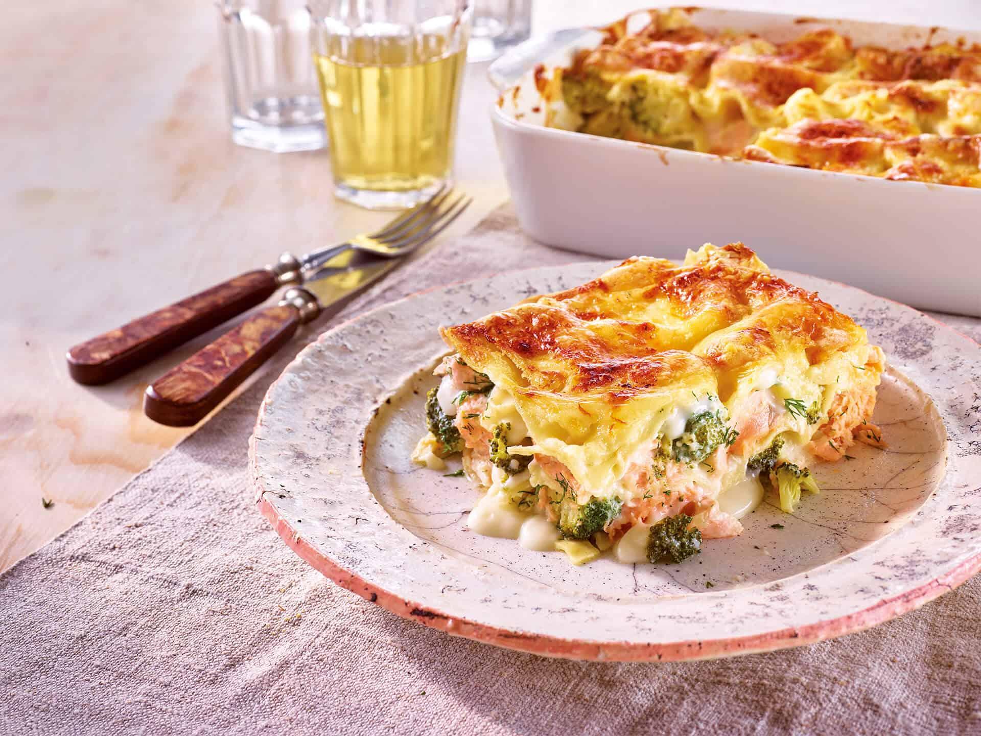 Schnelle Lachslasagne mit Brokkoli und ganz viel Käse