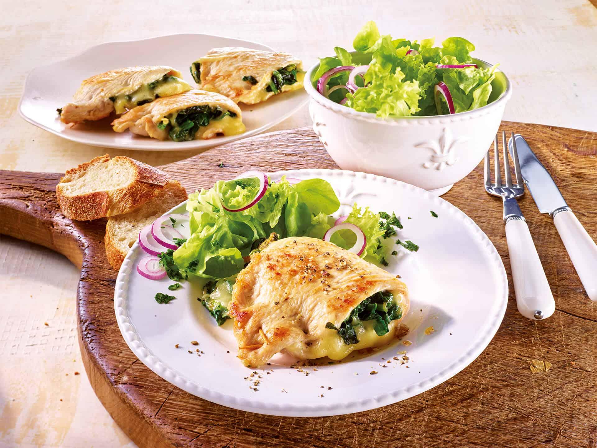 Gefüllte Schnitzel mit Blattspinat und Käse