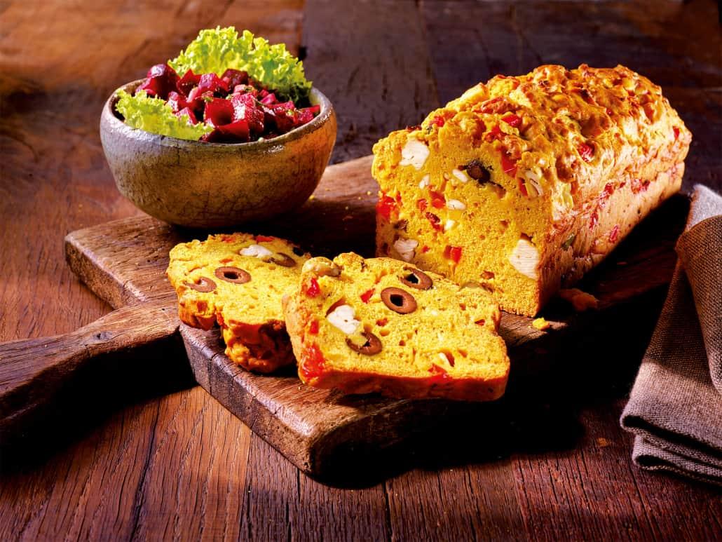 Oliven-Kräuter-Brot mit Hirtenkäse