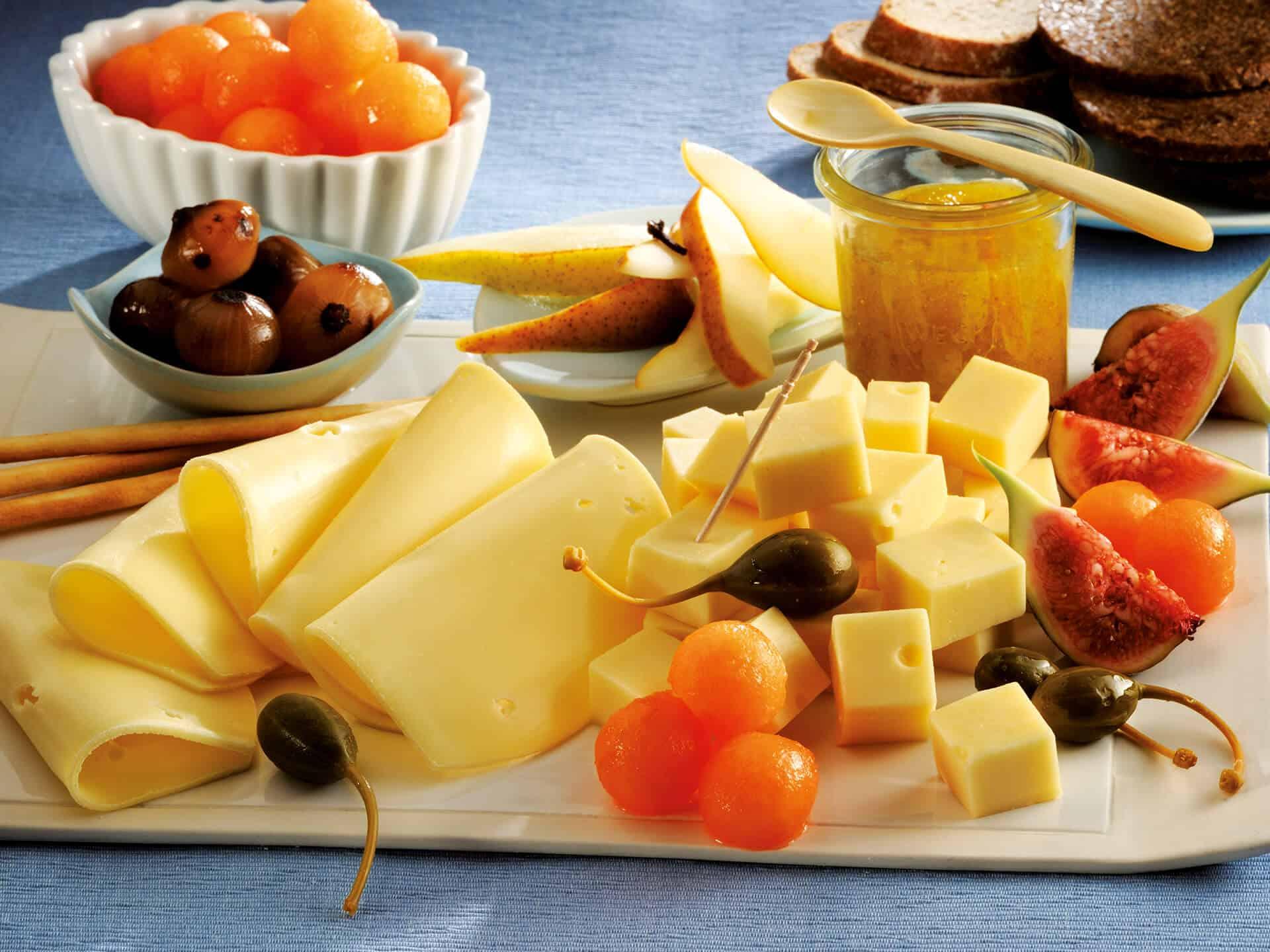 Käseplatte mit allerlei Käse