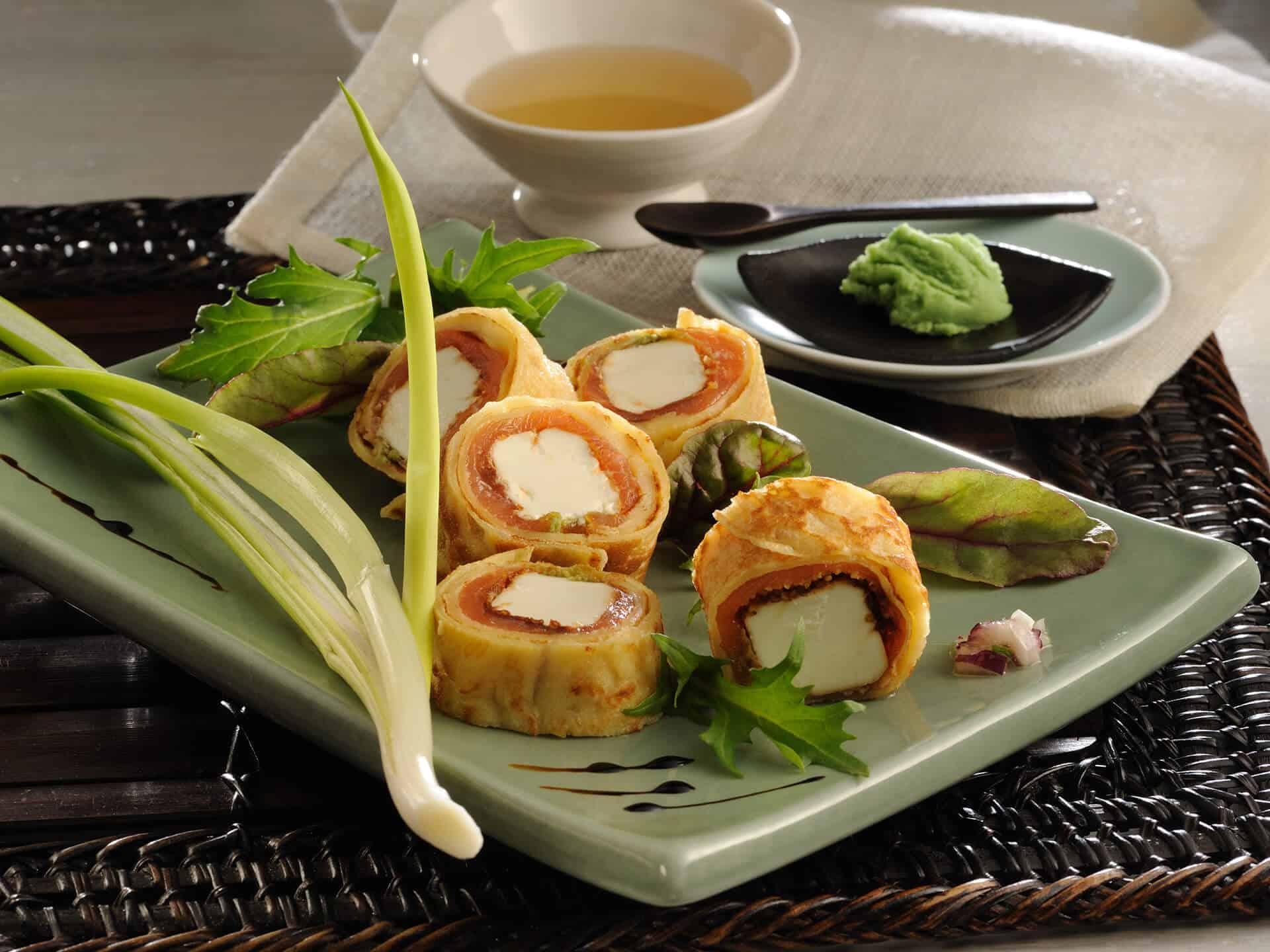 Perfektes Fingerfood für Brunch: Pfiffige Lachspfannkuchen