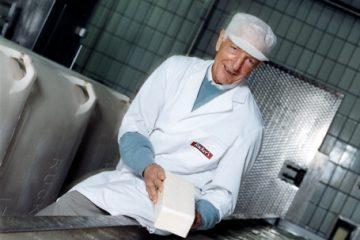 Paul Rücker kauft die Privatmeiereien in Heiligenhafen und Bahrensdorf sowie die Meiereigenossenschaft in Teschendorf