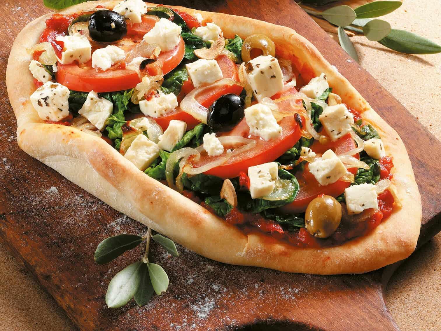 Pizzafladen mit Spinat und Hirtenkäse
