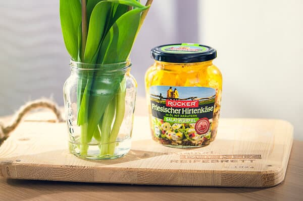 Wie aus dem RÜCKER-Salatwürfel-Glas eine Vase wird