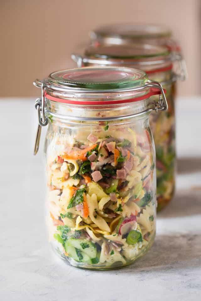 Nudelsalat im Einmachglas