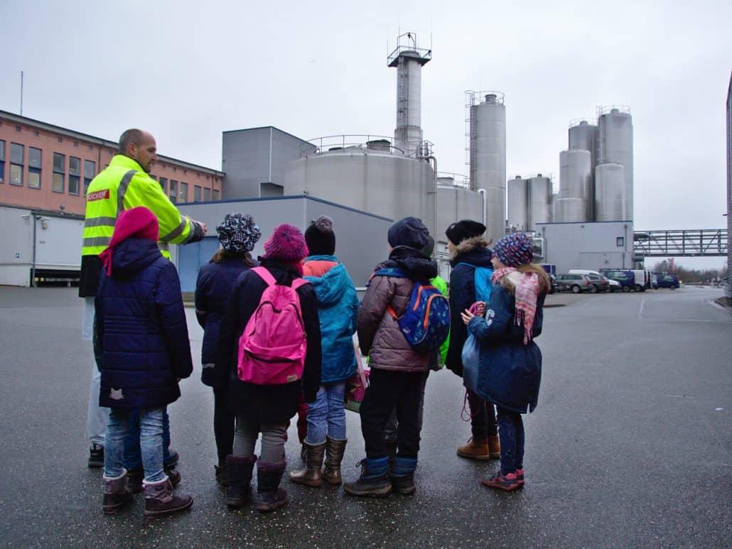 Die Seepferdchenklasse aus Wismar zu Besuch bei Rücker