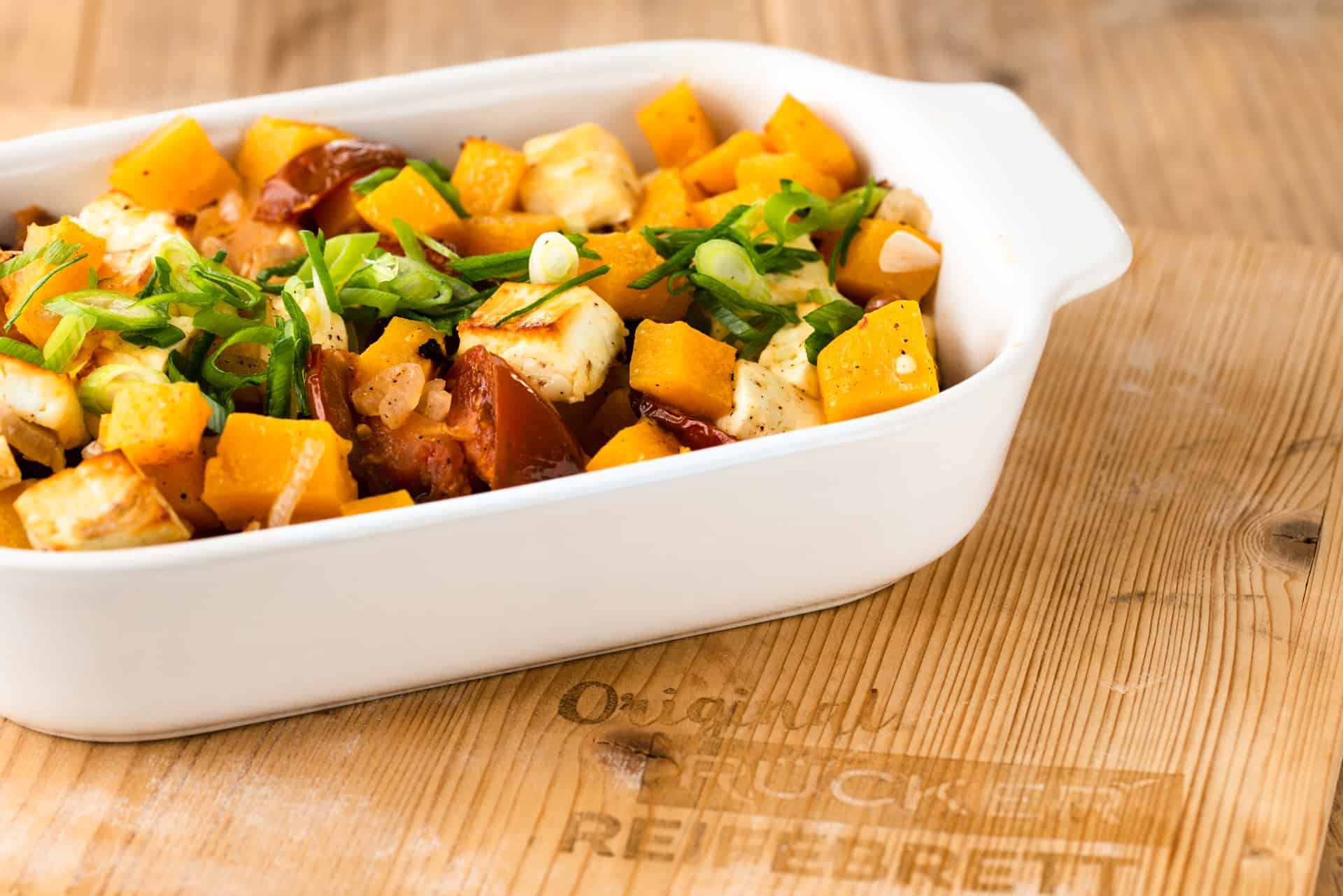 Kürbisgemüse mit Hirtenkäse im Ofen