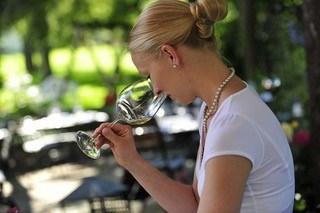 Weinverkostung vom Sommelière