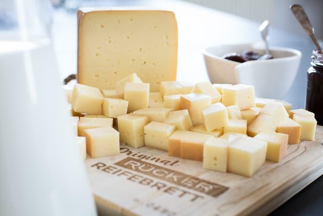 Käsespezialitäten und der Rohstoff Milch
