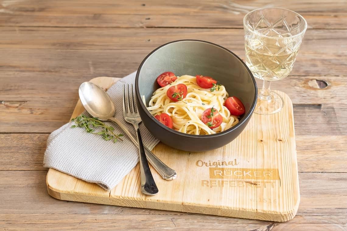 Bavette mit Tomaten und Käsesauce